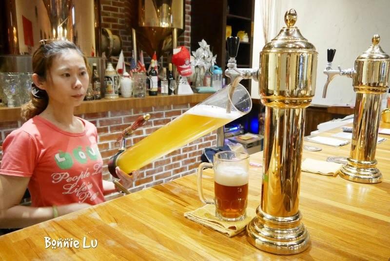 德斯啤鮮釀啤酒餐廳, 台南美食, 台南啤酒餐廳, 德國豬腳, 聚餐, 海鮮披薩
