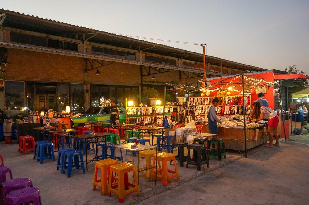 曼谷夜市, 曼谷美食, 泰國自由行, 曼谷自由行, 曼谷景點, 曼谷必去, 火車夜市, 席琳卡娜火車夜市