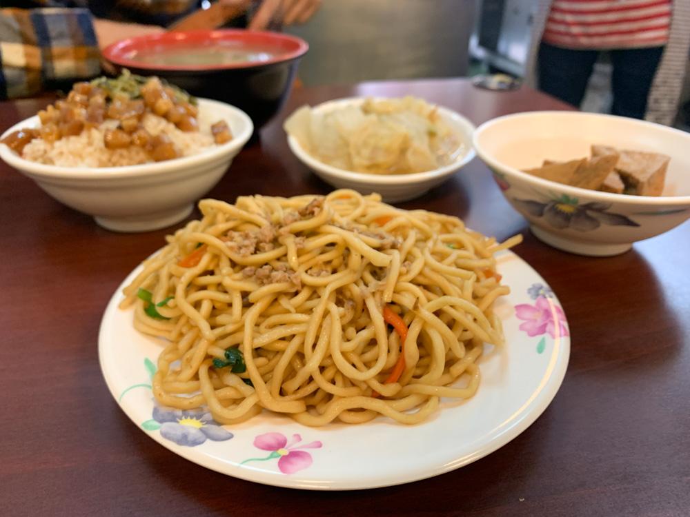 大里美食, 美滿古早味小吃, 大里小吃, 大里炒麵, 大里滷肉飯