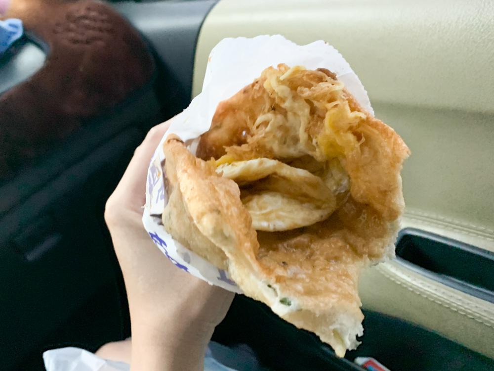 蔥姊妹蔥油餅, 豬肉餡餅, 蔥油餅加蛋, 霧峰炸蛋蔥油餅, 霧峰蔥油餅餐車, 霧峰小吃攤