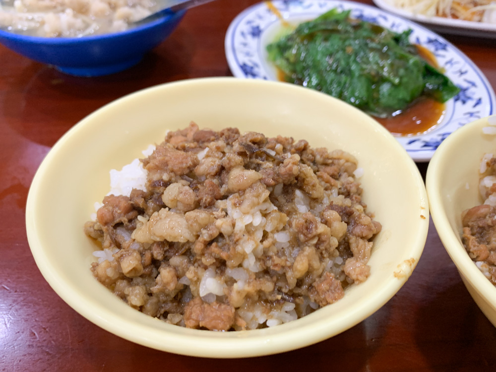 三元號滷肉飯, 三元號魯肉飯, 三元號菜單, 圓環滷肉飯, 魚翅肉羹, 寧夏夜市, 蒜泥白肉