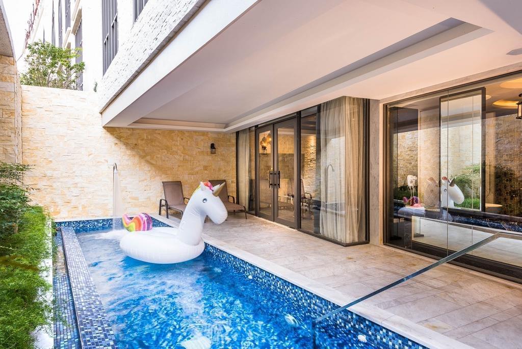 台中南屯區四星級汽車旅館「芭蕾城市渡假旅店」露天游泳池