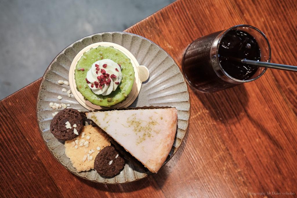 堅果小巷甜點, heynuts alley cafe, 堅果小巷菜單, 堅果小巷訂位, 彩繪牆網美店, 老宅玻璃屋, 台中早午餐, 台中美食