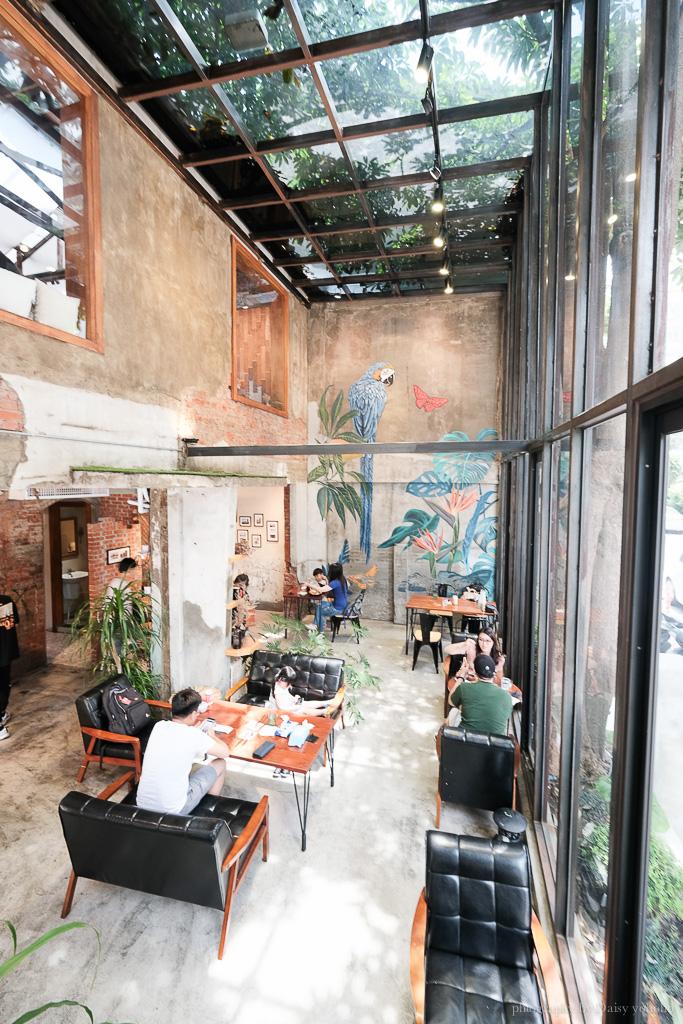 堅果小巷, heynuts alley cafe, 堅果小巷菜單, 堅果小巷訂位, 彩繪牆網美店, 老宅玻璃屋, 台中早午餐, 台中美食