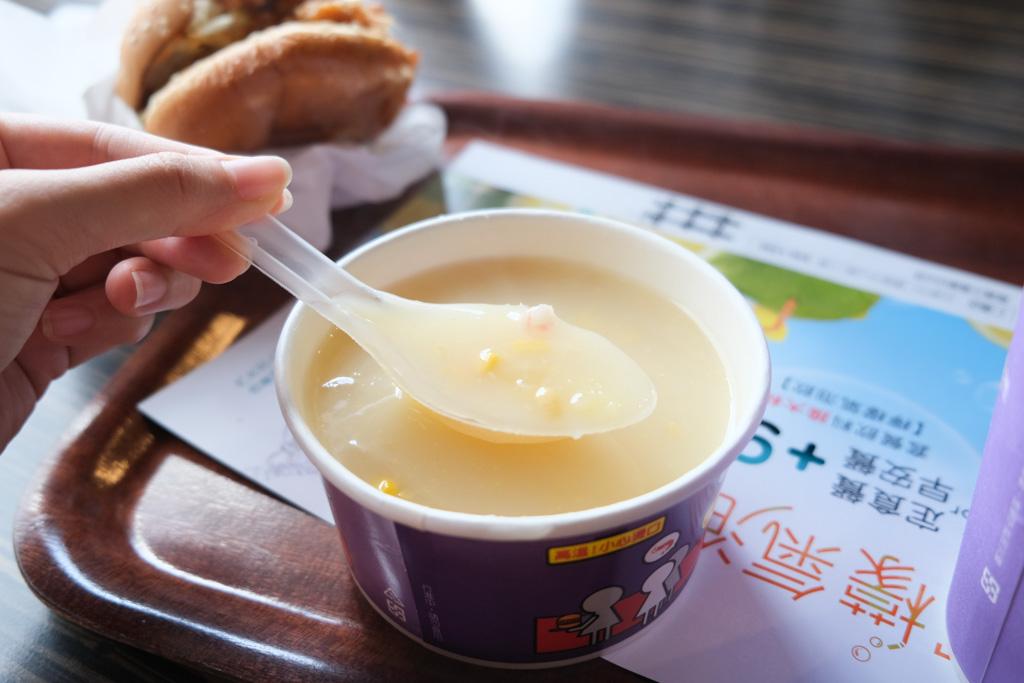 台南丹丹, 台灣速食店, 仁德美食, 仁德早餐, 台南早餐推薦, 鮮脆雞腿堡, 玉米濃湯, 麵線羹