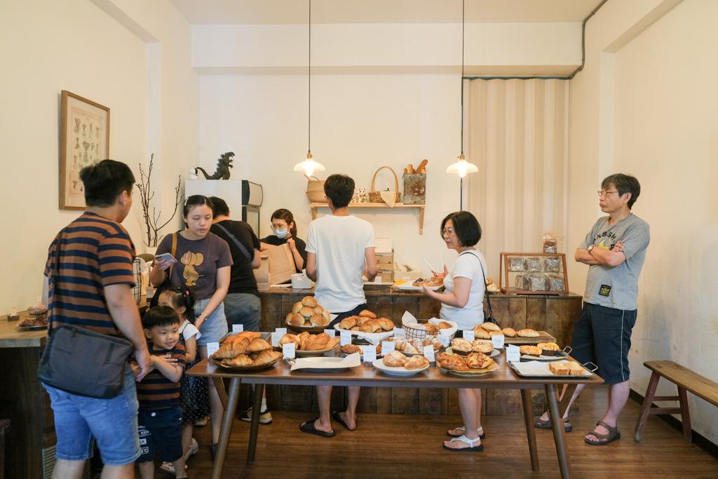 小鹿家麵包店, 安南區美食, 安南區麵包店, 台南烘培坊推薦, 台南可頌, 檸檬可頌, 甜甜圈