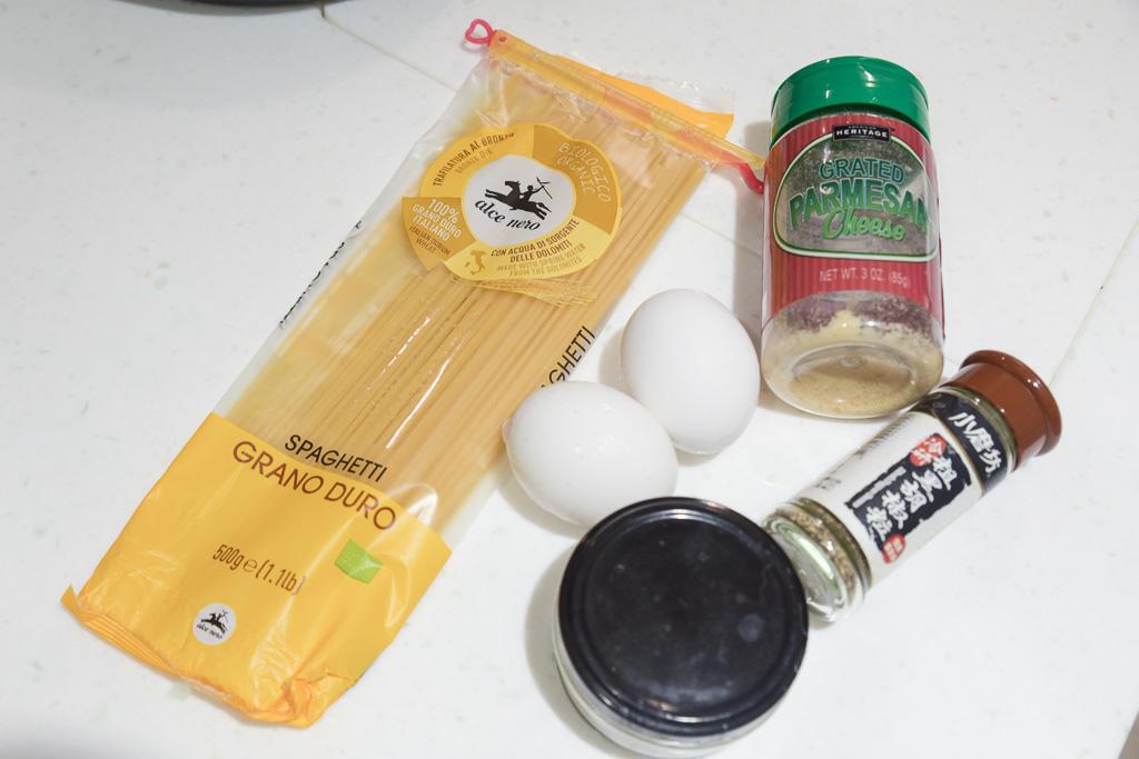 Carbonara作法, 義大利麵料理夾, 義式培根蛋黃義大利麵 Carbonara, 帕瑪斯起司粉