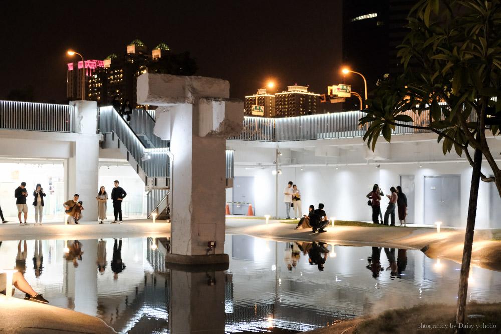 河樂廣場 The Spring,台南白天的人氣親水公園,晚上的浪漫約會勝地。