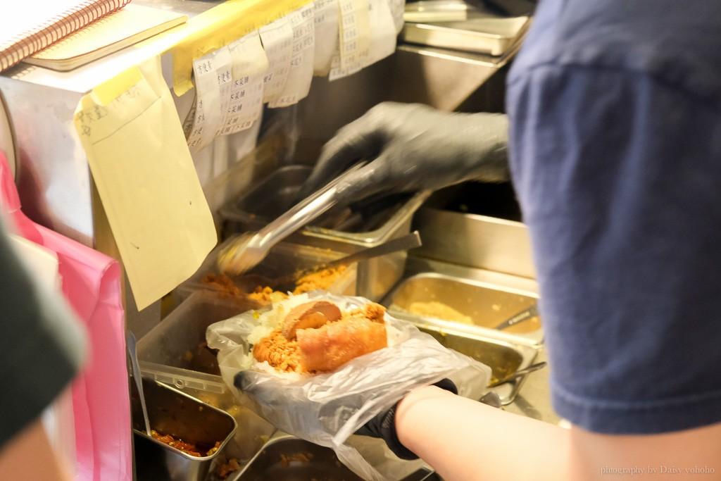 老骨頭飯糰, 台中火車站早餐, 台中飯糰, 控肉飯糰, 爌肉飯糰, 蘿蔔糕, 大蒜麵包