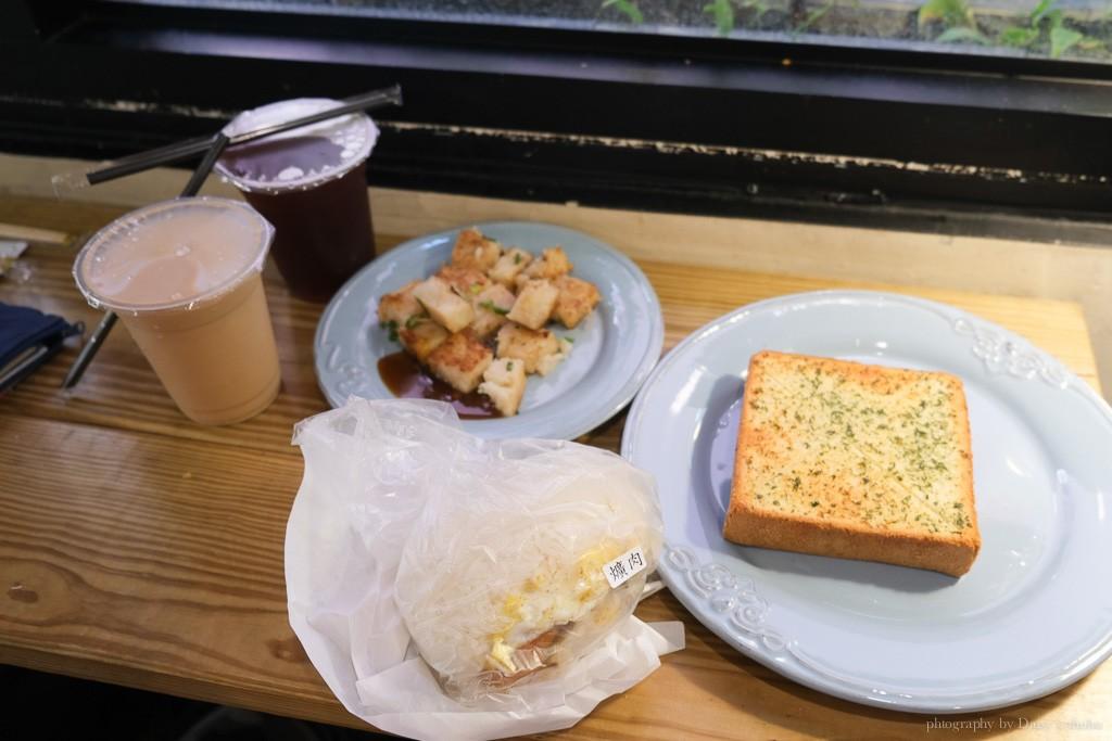 老骨頭爌肉飯糰, 台中火車站早餐, 台中飯糰, 控肉飯糰, 蘿蔔糕, 大蒜麵包