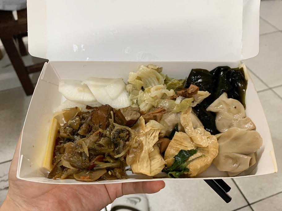 嘉義清粥小菜、蕃薯簽素食店,嘉義民生北路素食自助餐,菜色多樣價格也合理