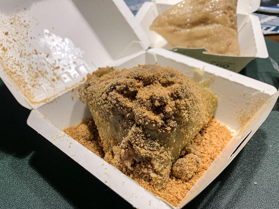 劉家肉粽菜粽專賣店崇德店,男友很愛,但我自己沒有很愛的台南在地肉粽店。
