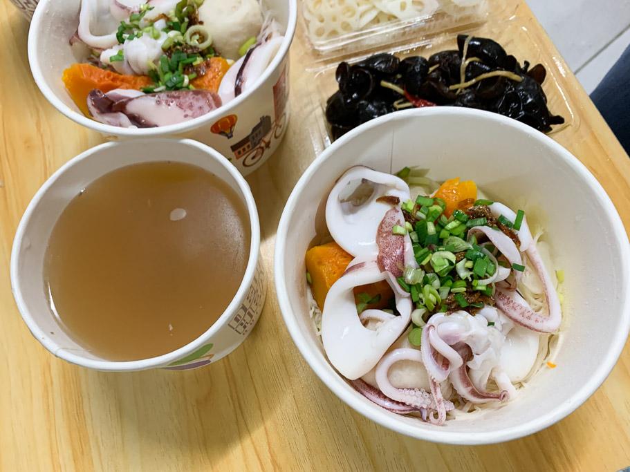 東門小卷麵線,嘉義東門圓環的這一碗海味,一碗 $90 元的自然鮮甜