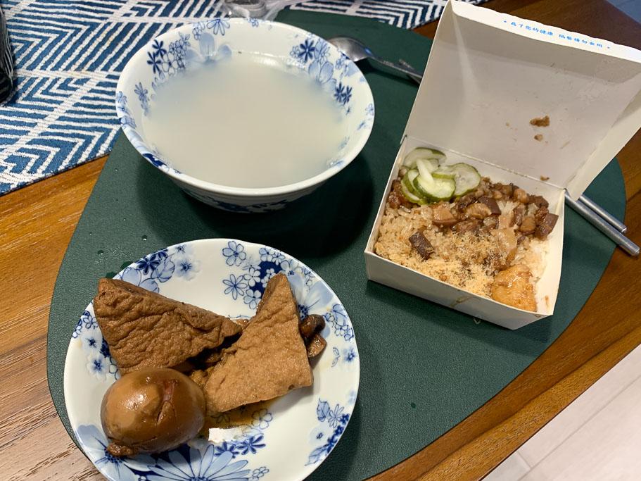 下大道蘭米糕,台南海安商圈 30 年老店,古早味米糕+四神湯 $60 元