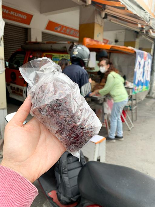 吉丸飯糰小巴,你吃過『混蛋飯糰』嗎?嘉義文化路橘色巴士賣的早餐飯糰