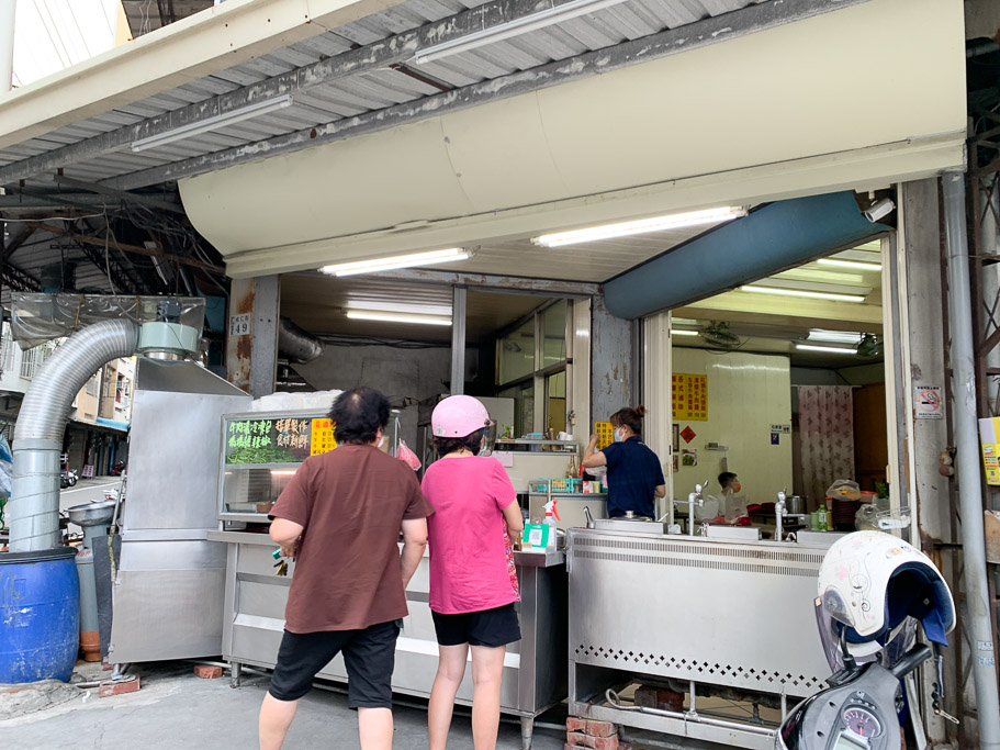 莊家牛肉麵,嘉義成仁街、民族路轉角牛肉攤,牛肉炒麵好吃欸!