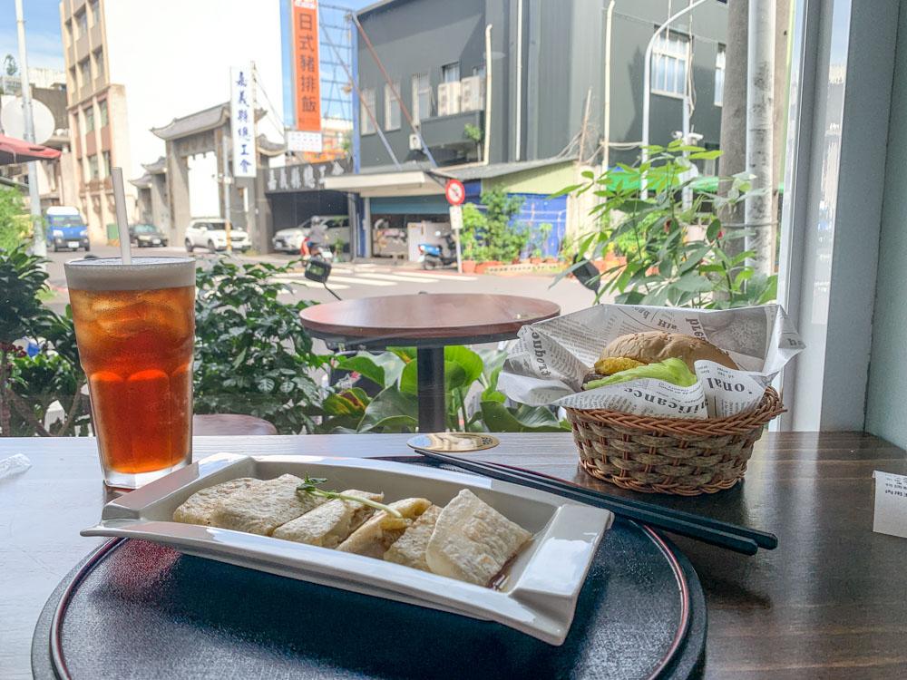 樸樂咖啡早午餐,嘉義新開連鎖早午餐店,民權路與成仁街轉角處。