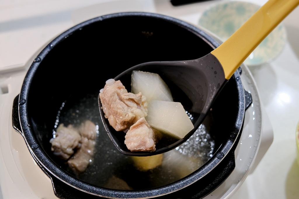 IRIS電子壓力鍋食譜, 萬用鍋蘿蔔排骨湯, 萬用鍋燉湯, 豬軟骨蘿蔔湯