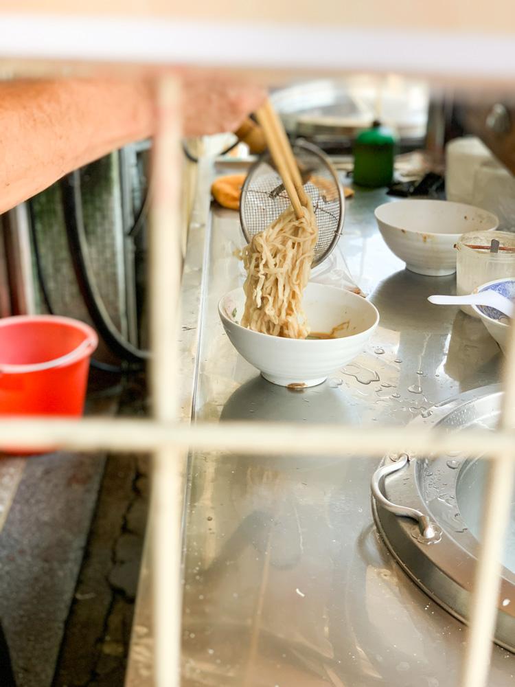劉家麵攤,麻醬麵好好吃,但是很貴的眷村口味~嘉義台林街麵店推薦