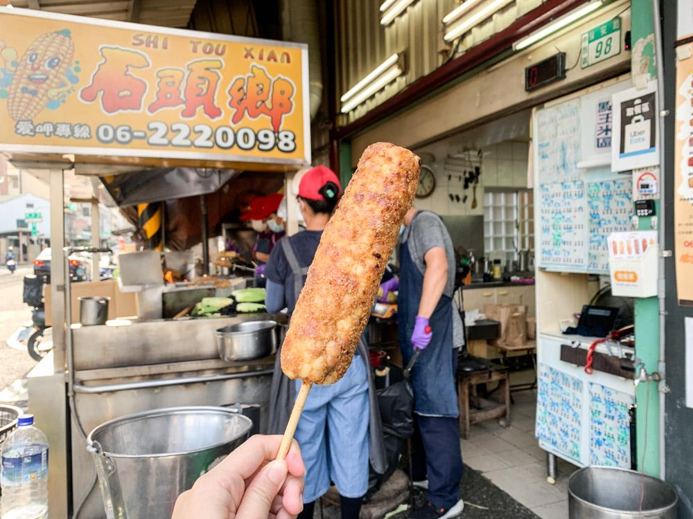 石頭鄉燜烤香味玉米,台南海安路散步美食,六種口味玉米,平均 60 ~ 80 / 支!