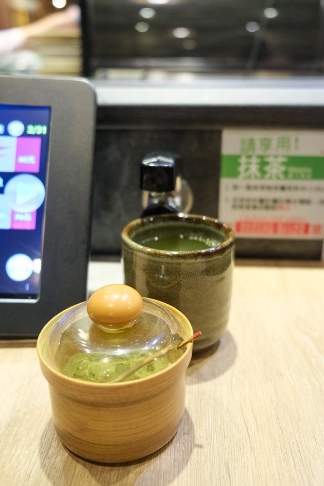侍悟丸,嘉義在地迴轉壽司店,一貫 $20 元起,私心推薦炙燒比目魚緣側握壽司