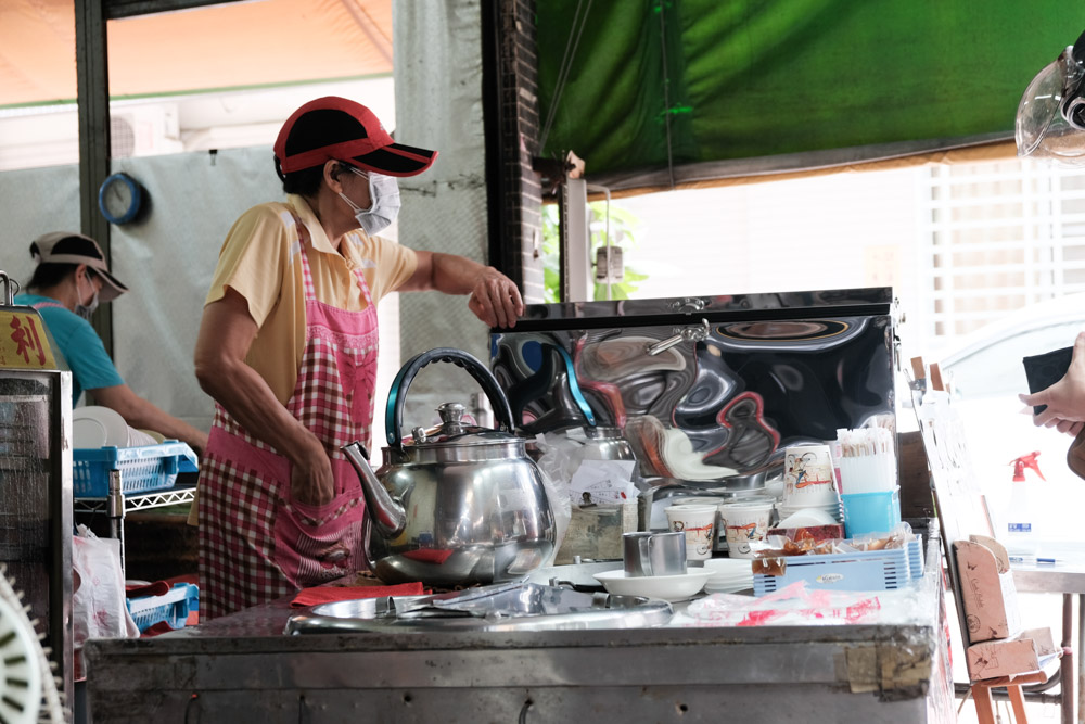 阿公阿婆蛋餅,超大份量粉漿蛋餅銅板價~台南傳統古早味美食,巷弄裡吃!